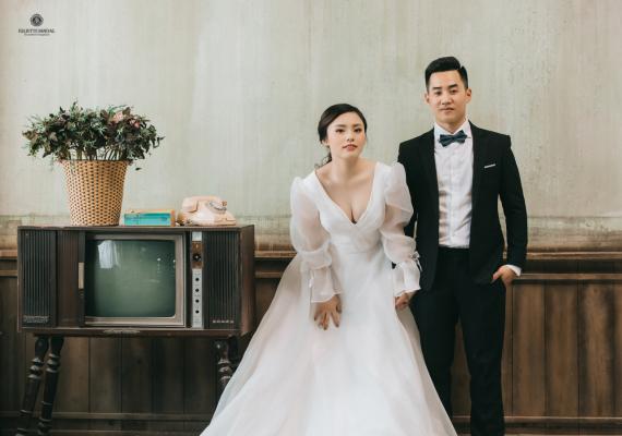 Chú rể nên đeo nơ hay cà vạt trong ngày cưới để nổi bật?