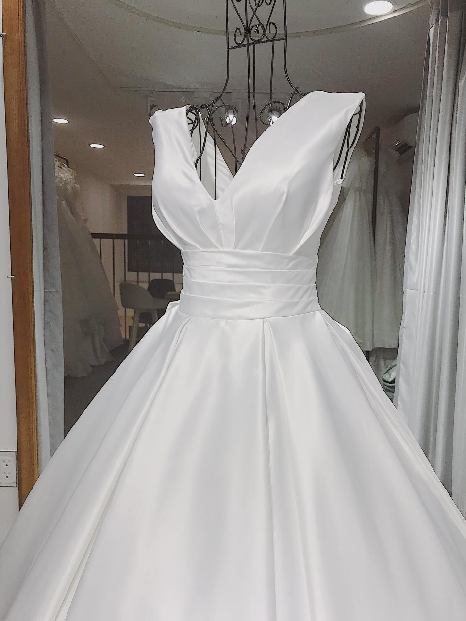 Kinh nghiệm chọn váy cưới đẹp bạn cần lưu ý