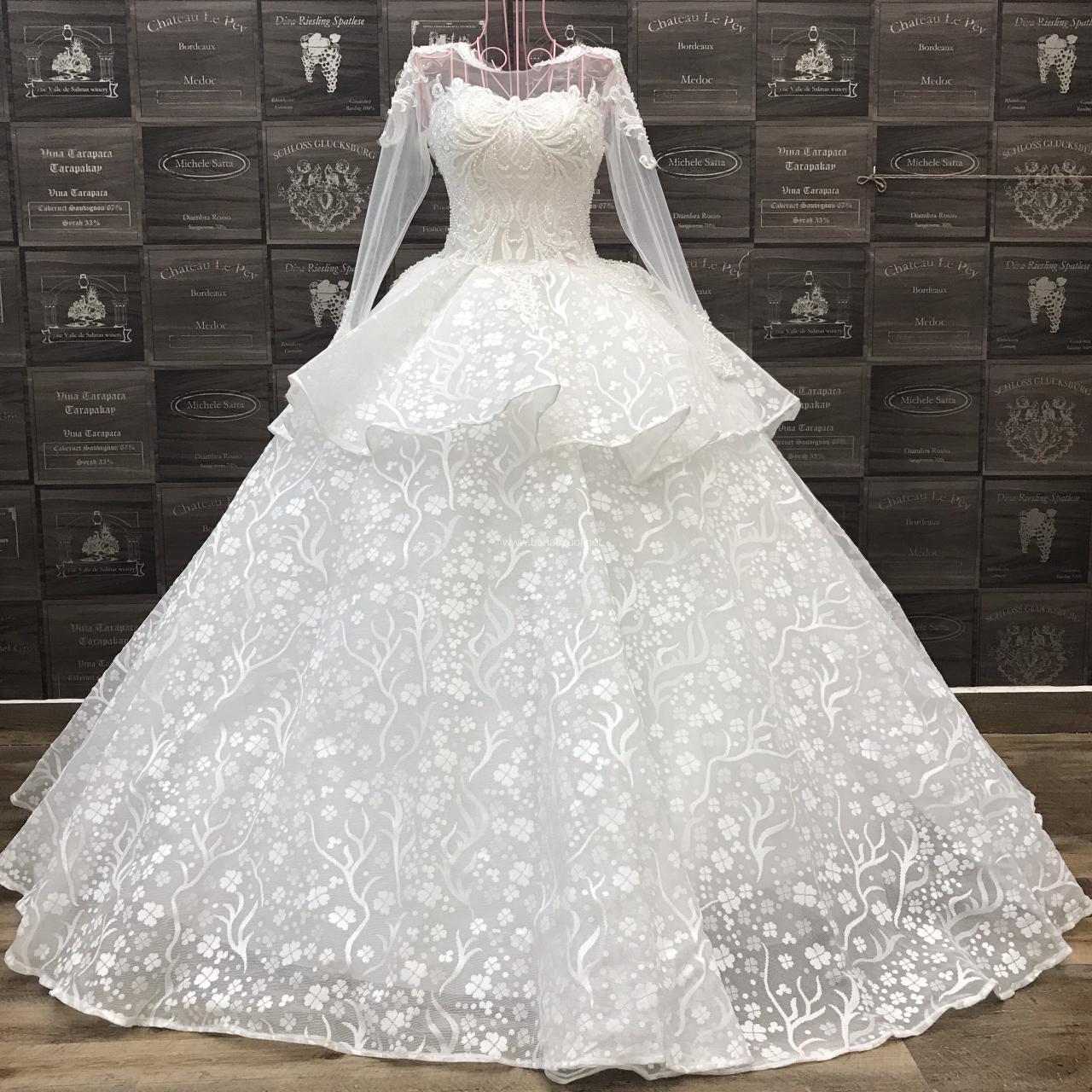 Áo cưới tay dài, tùng xòe vi tính 2 tầng xếp nếp
