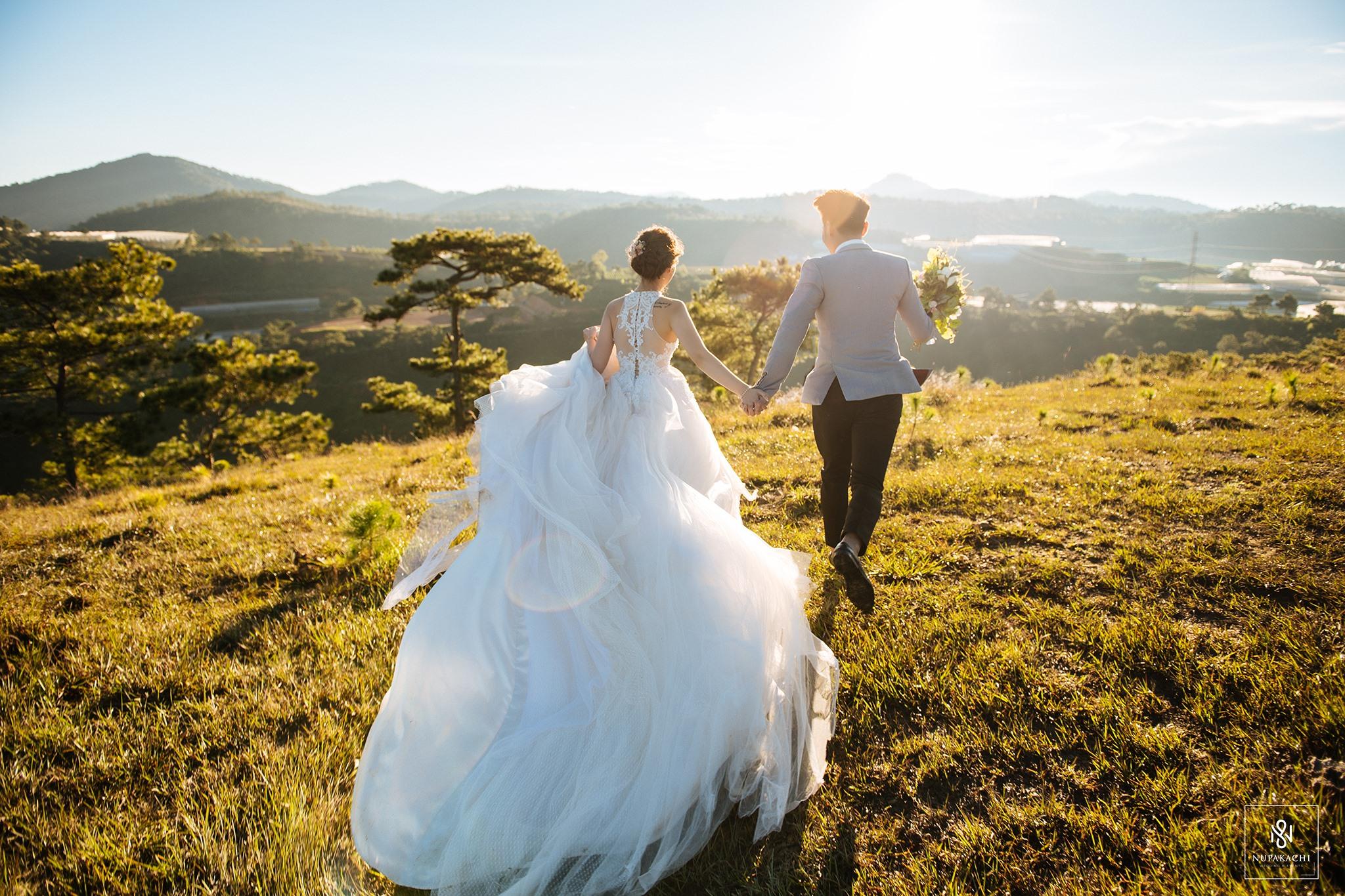 """Giải đáp câu hỏi """"Nên thuê áo cưới trước bao lâu thì tốt?"""""""
