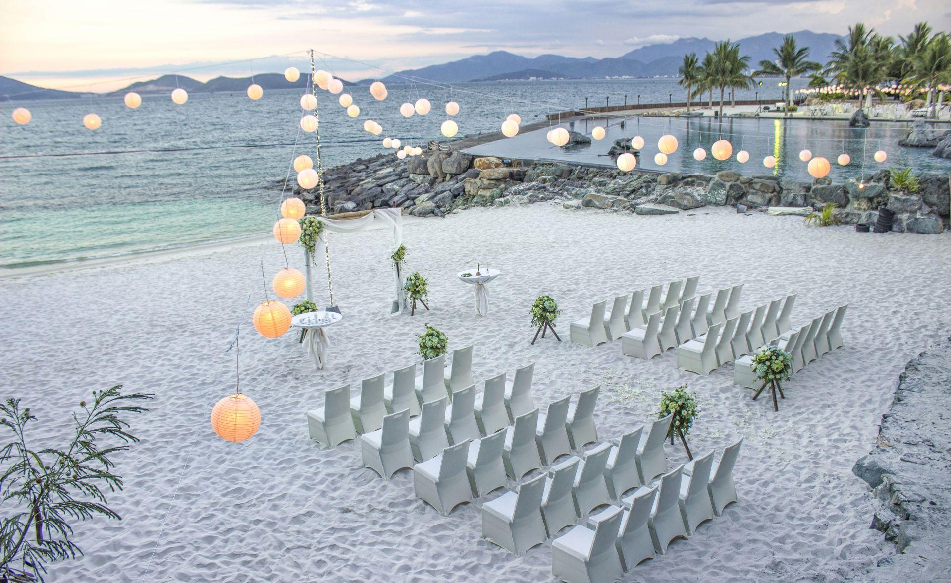 5 gợi ý tuyệt vời cho đám cưới lãng mạn trên bãi biển