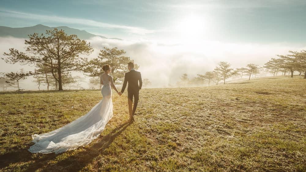 chụp hình cưới đồi thông Đà Lạt