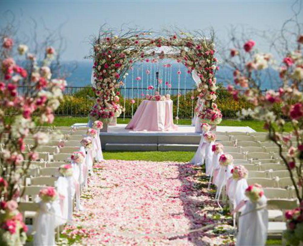 Trang trí không gian tiệc cưới ngoài trời - Chia sẻ kinh nghiệm cưới hỏi