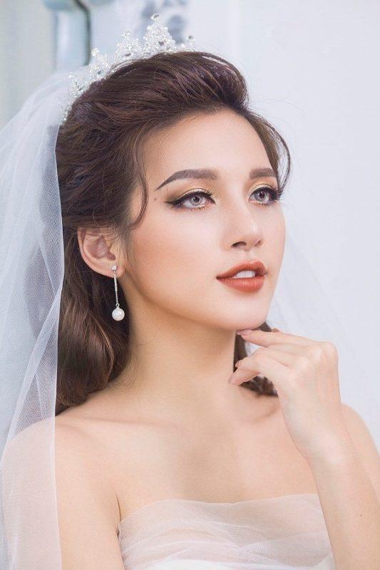 trang điểm cô dâu theo phong cách tây