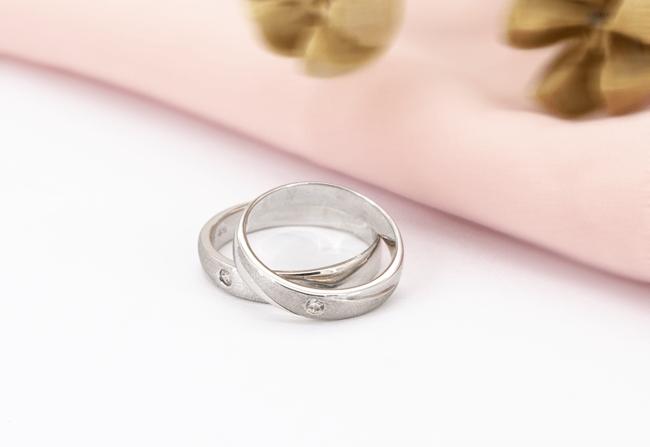 nhẫn cưới vàng trắng là gì